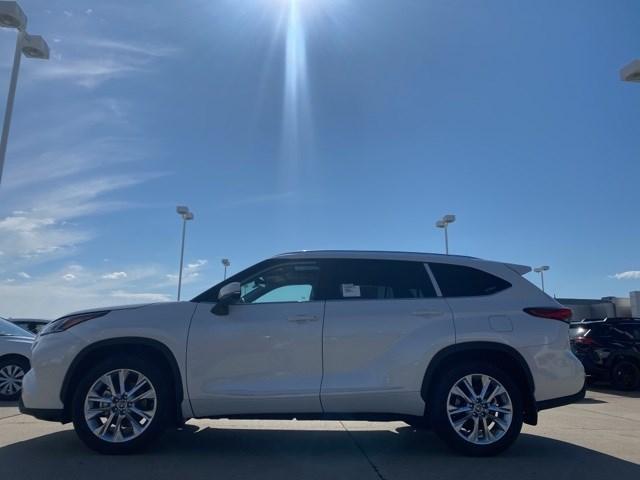 New 2020 Toyota Highlander in Cape Girardeau, MO