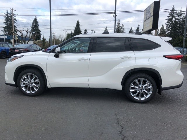 New 2020 Toyota Highlander in Everett, WA