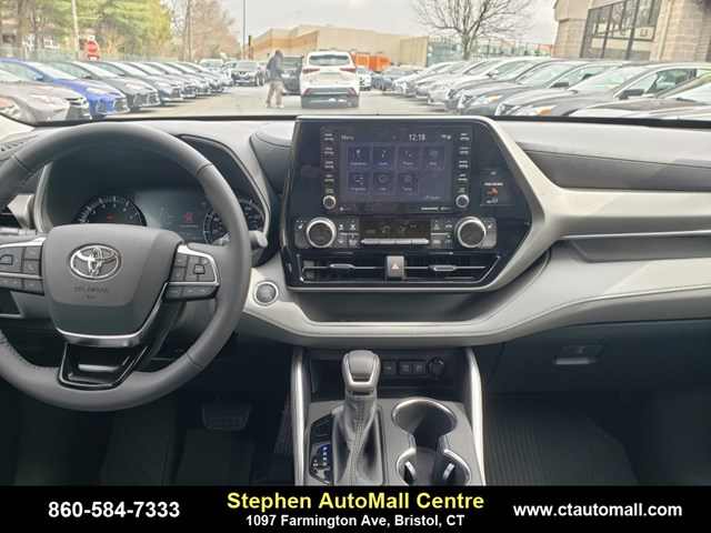 New 2020 Toyota Highlander in Bristol, CT