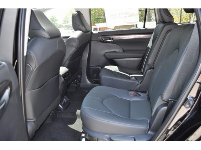 New 2020 Toyota Highlander Hybrid in Mt. Kisco, NY